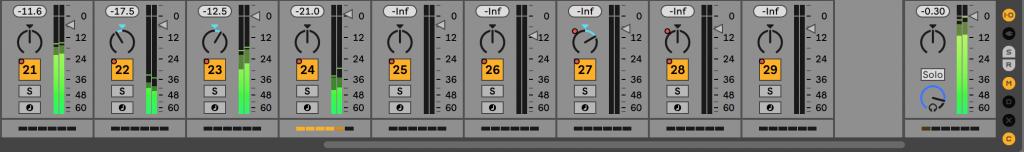 Uno screenshot del mixer di Live 11 con selezionato l'indicatore dell'impatto delle prestazioni delle singole tracce.