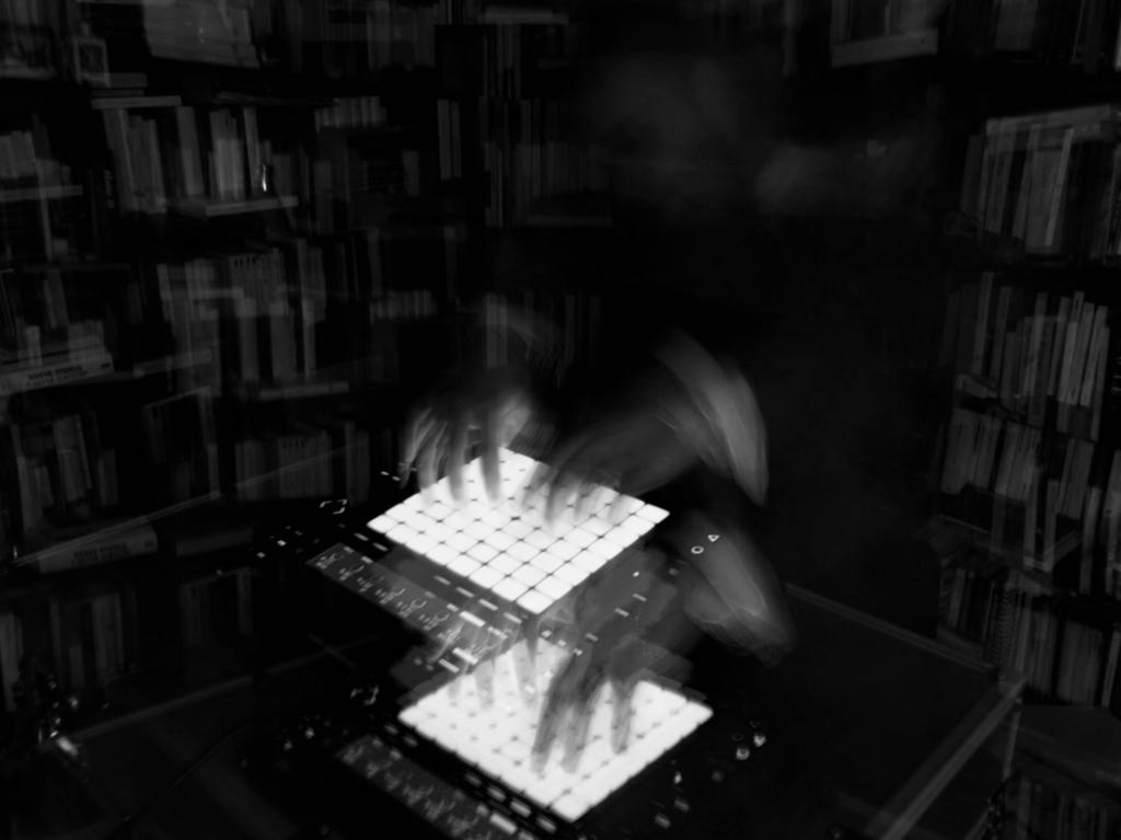 Federico Pepe suona il Push 2 nel suo studio